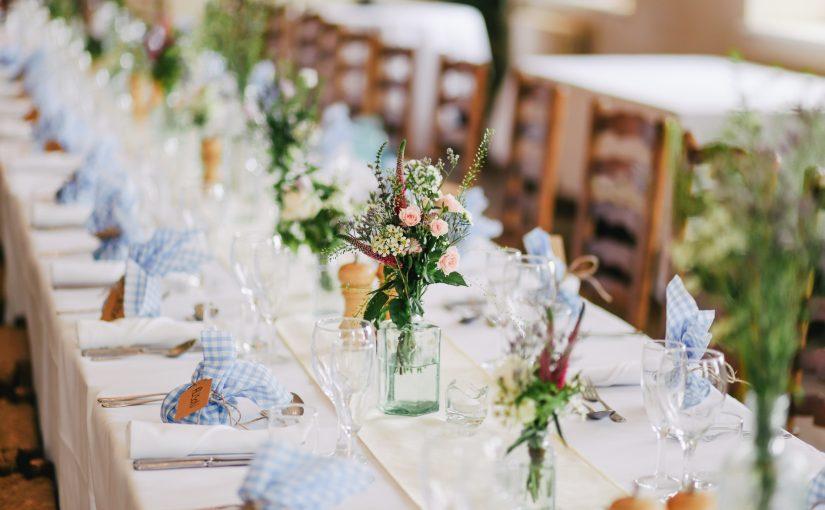 Vælg bordpynt sammen som brudepar